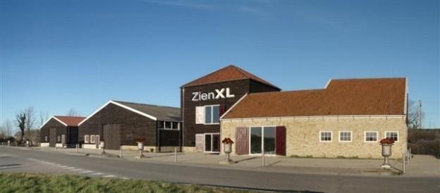 Showroom De-Eiken-Tafel in pand ZienXL, Smuigelweg 1, 1704PX in Heerhugowaard. Bezoek op afspraak!