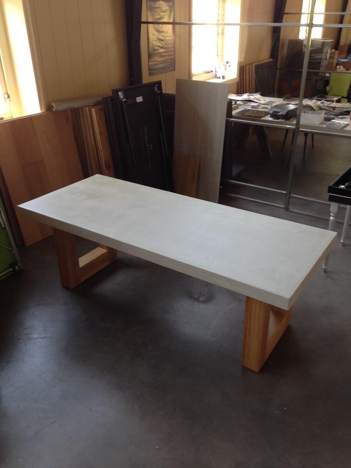 Op zoek naar een tafel beton (betonlook)?   DE EIKEN TAFEL NL