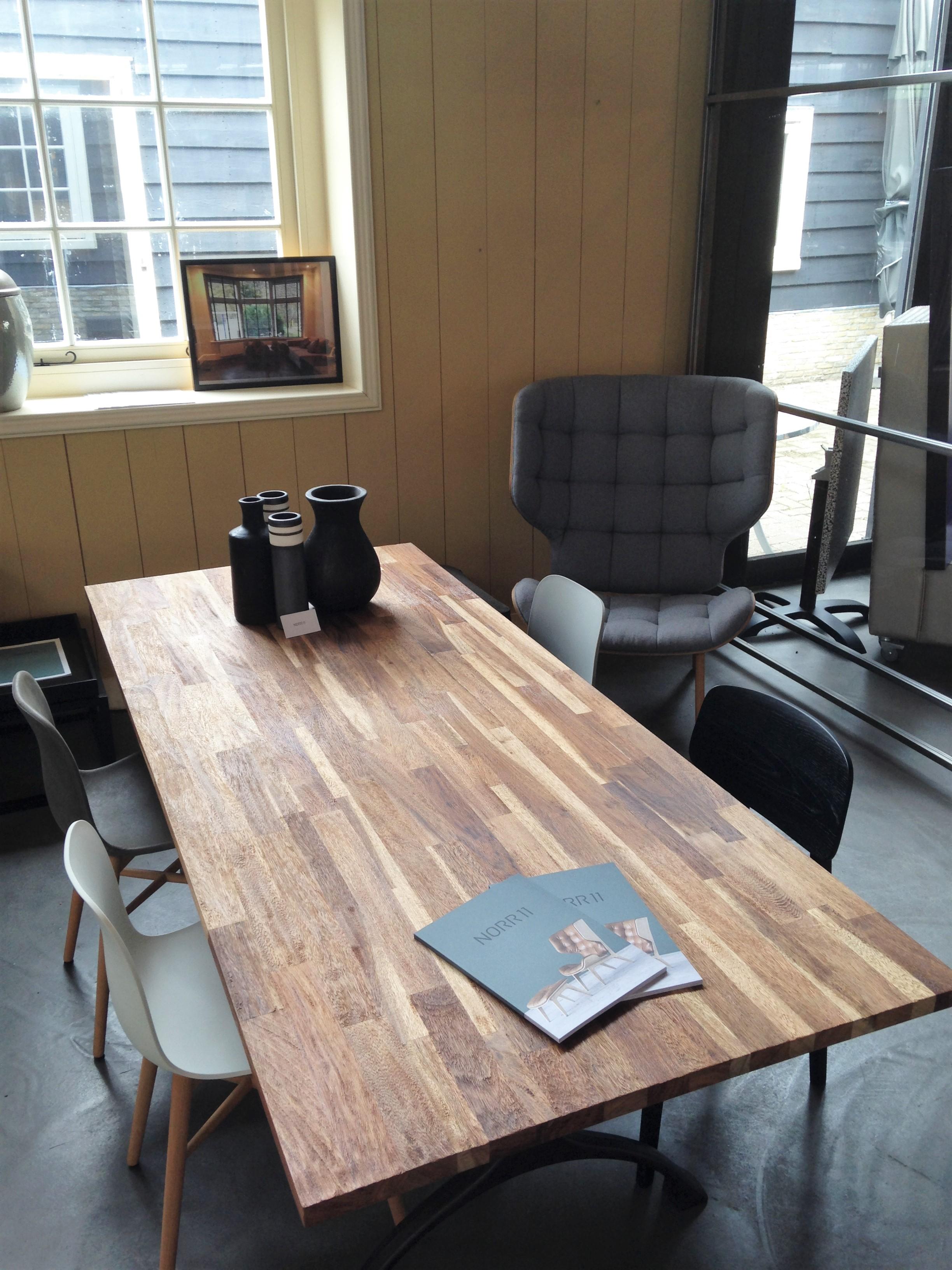 norr11 raw striped dining table de eiken tafel nl. Black Bedroom Furniture Sets. Home Design Ideas