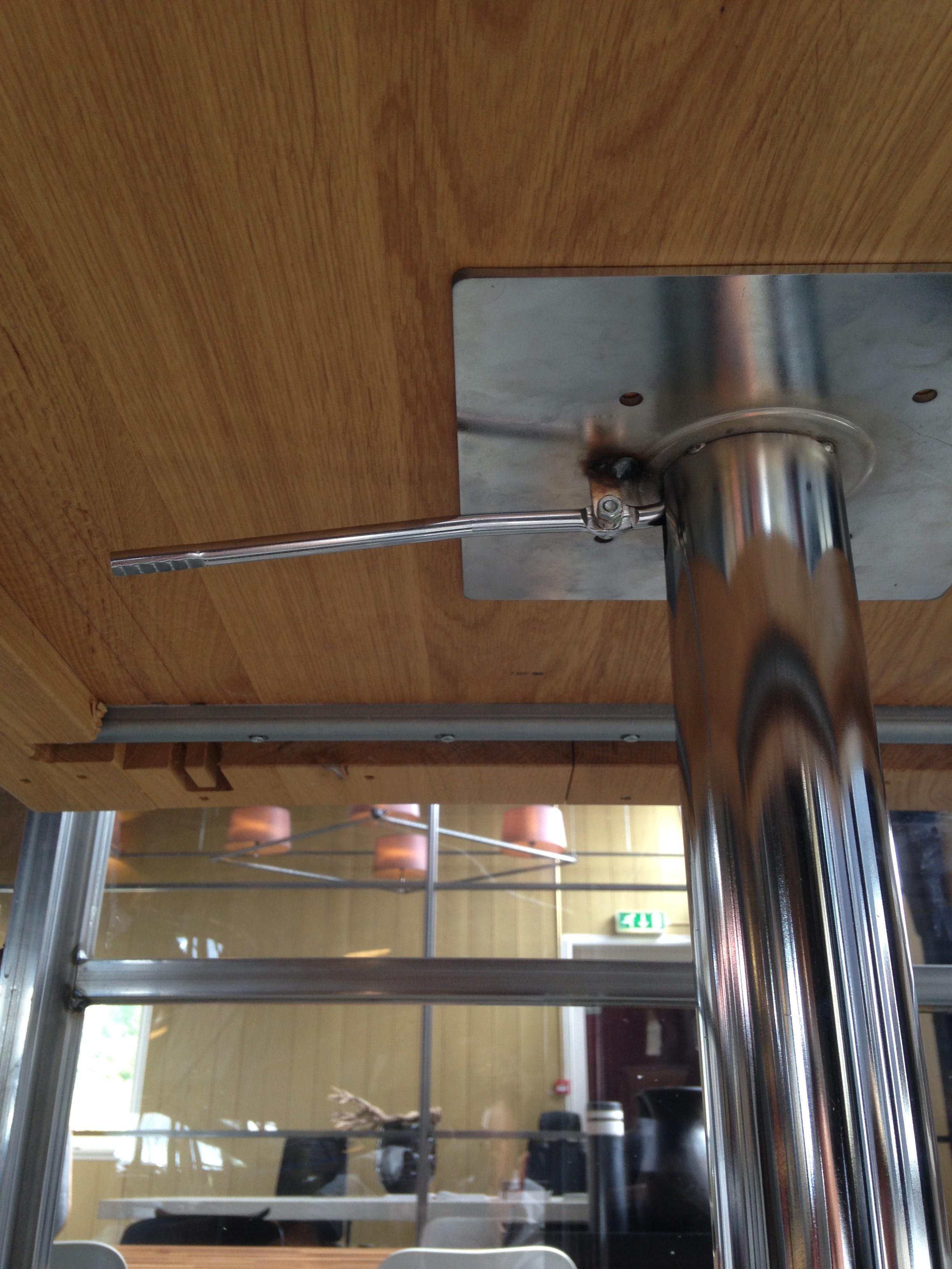 Eiken tafel in hoogte verstelbaar launch de eiken tafel nl for Tafel hoogte