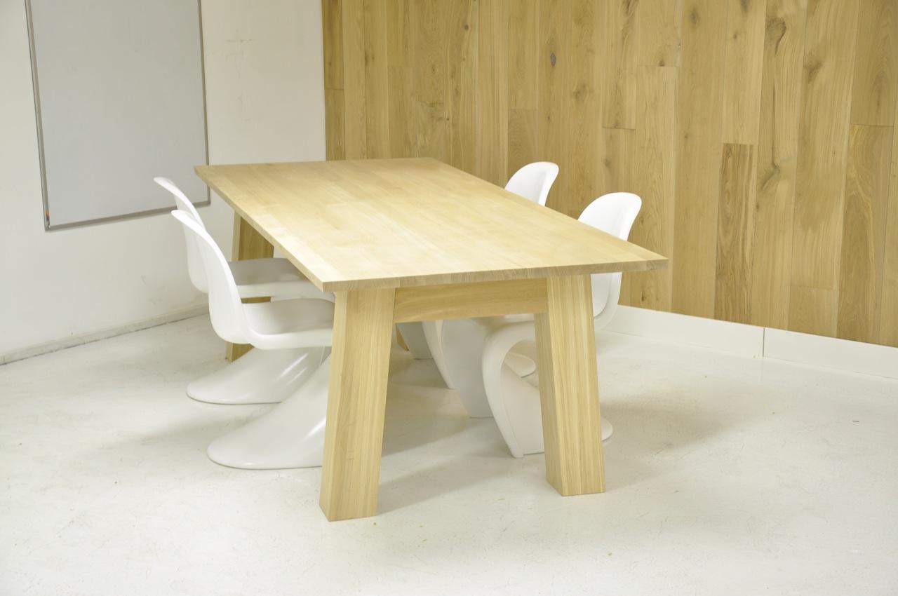 Op zoek naar een eiken houten tafel de eiken tafel