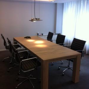 uitschuifbare vergadertafel, uitschuiftafel, uitschuifbare eiken tafel, vergadertafel uitschuifbaar, eiken tafel uitschuifbaar, uitschuifbare tafel kantoor