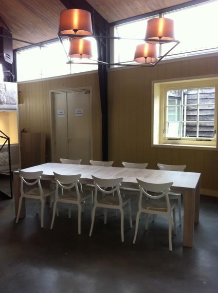 uitschuifbare eiken tafel STRETCH met designstoelen, eiken tafel uitschuifbaar, uitschuiftafel eiken wit, uitschuiftafel eikenhout, eiken tafel met tussenbladen, uitschuifbaar eettafel