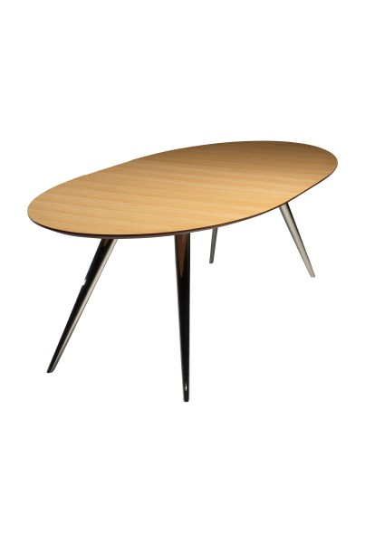 ovale uitschuiftafel ECLIPSE in smoked oak veneer en black powder coated metal ingeschoven